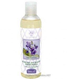 timida Violetta è l'anima del profumo. Le foglie regalano freschezza decisa, il fiore dà il tocco avvolgente.